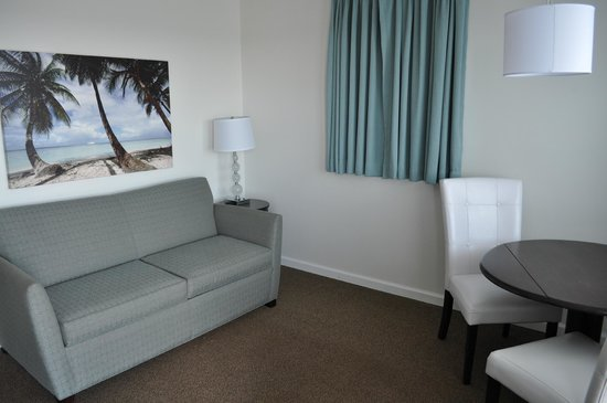 Lampliter Oceanside Resorts : Front room of a two-room efficiency