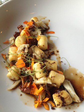 a(MUSE.) : Gnocchi with black garlic
