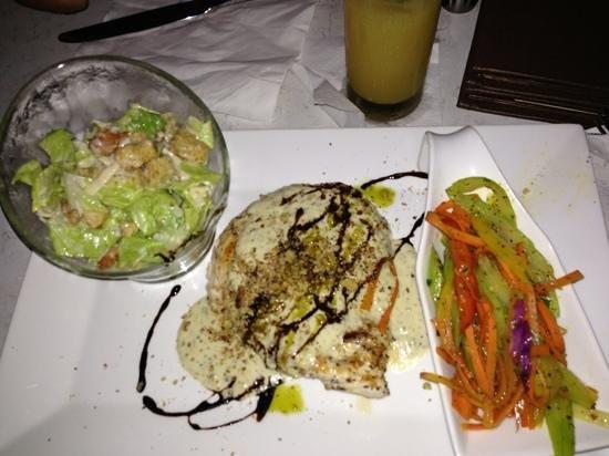 Paprika: grilled chicken salad and veg