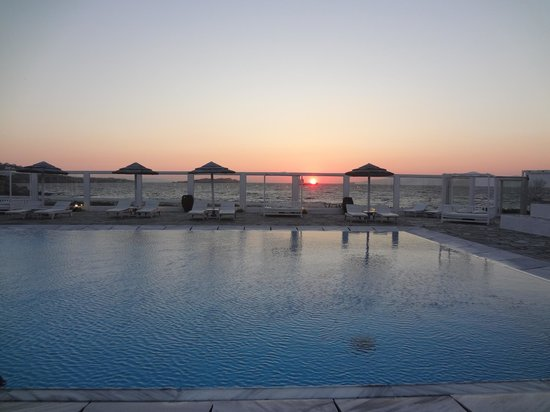 Mykonos Bay Hotel: sunset view from pool/restaurant area