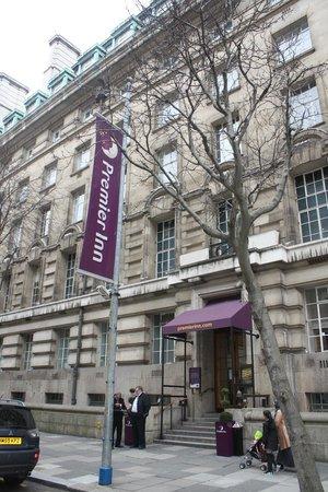 Premier Inn London County Hall Hotel: fachada del hotel