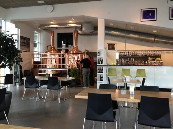 Jelling Bryghus: a bright modern interior.