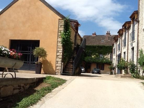 Les Jardins de Lois: old stone, wonderfully restored and modernized, Clos de Rennard entrance on left