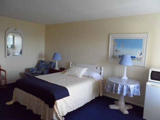Bay Inn Petoskey: Room 201