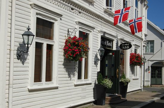The Dutch Town: Grand Hotell