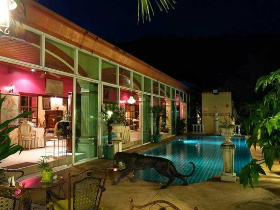 Restaurant Royale Nam Tok : pool side vieuw towards terrace restaurant