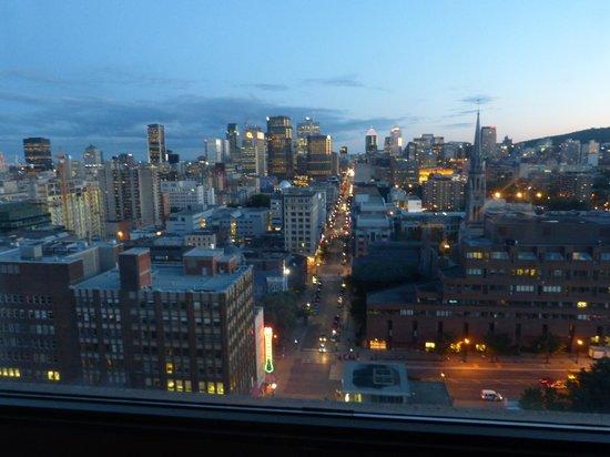 Hotels Gouverneur Montreal: Rue Ste Catherine depuis notre chambre