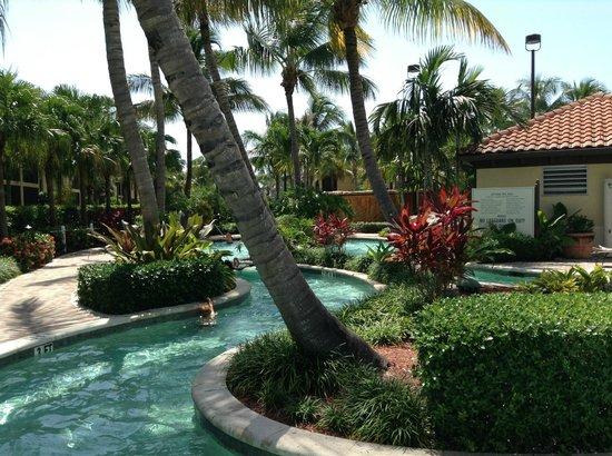 Naples Bay Resort: lazy river