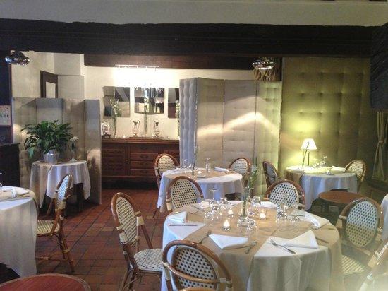 L 39 estocade l 39 int rieur mais nous tions en terrasse for Bon restaurant chartres