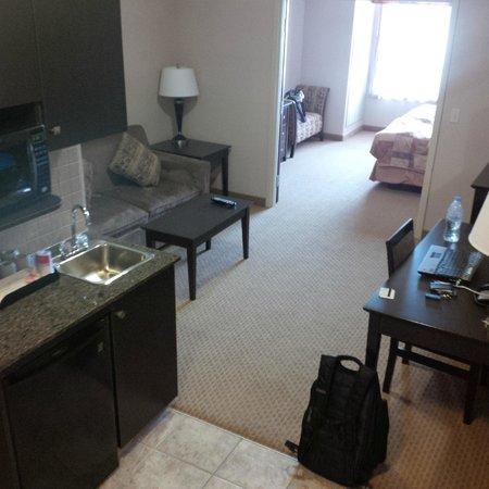 Ramada Brooks: living room area