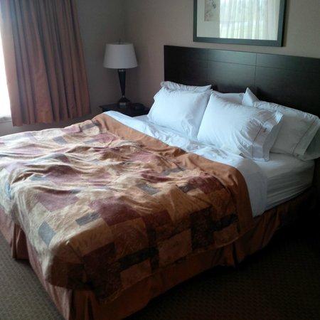 Ramada Brooks: Bed