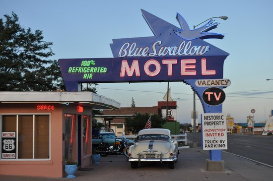 Blue Swallow Motel : You can't miss the place.