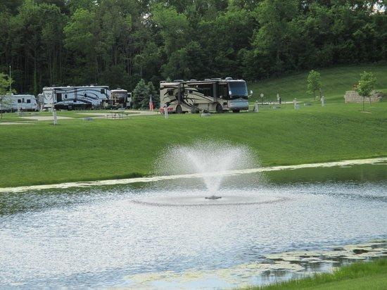 Hidden Ridge RV Resort: Fountain view