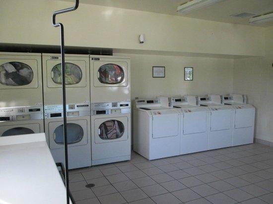 Hidden Ridge RV Resort: On site laundry