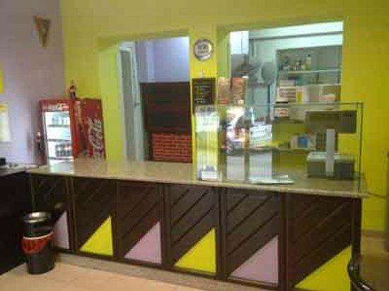 Banco della pizzeria Helena a Sassari