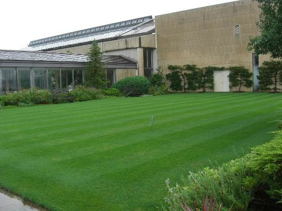 Matsue English Garden: この芝生でくつろげます。