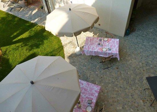 Ca Alfieri al 30 B&B Camere di Charme: Frühstückstisch auf der Terrasse