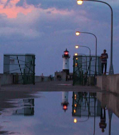 Great Lakes Aquarium: Reflection of the lighthouse