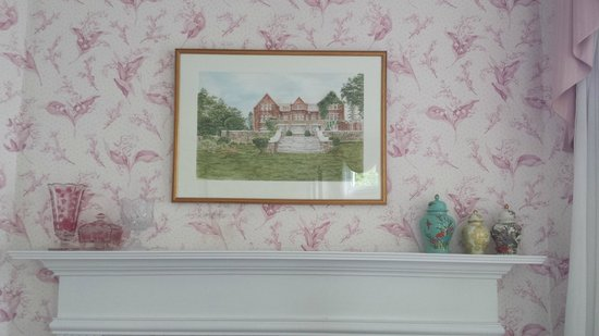 Wilburton Inn: painting of inn in room