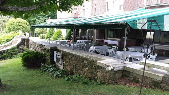 Wilburton Inn: outside breakfast