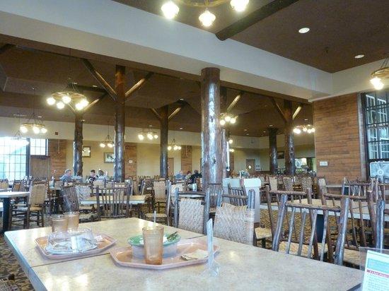 Old Faithful Lodge Cafeteria & Bake Shop: Inside the cafeteria