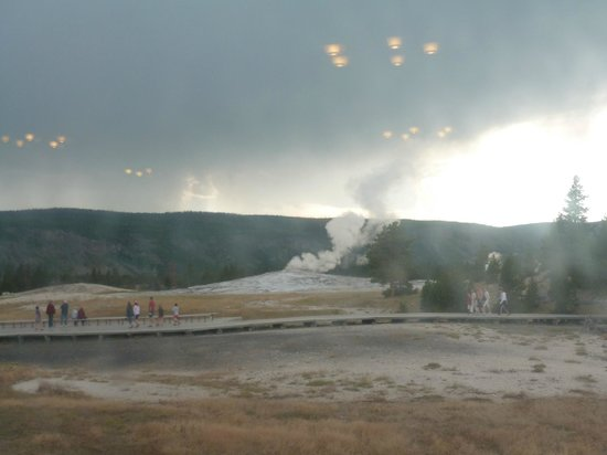 Old Faithful Lodge Cafeteria & Bake Shop: View from our table (the geyser had finished erupting at this time)