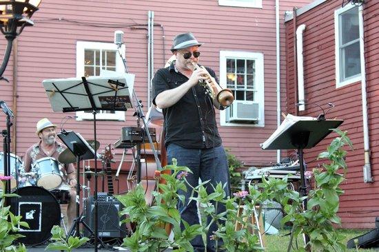 The Bull Run Restaurant: Jazz on the Patio