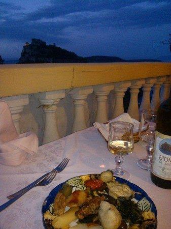 Hotel Giardino delle Ninfe e La Fenice: A Cena con l'Aragonese