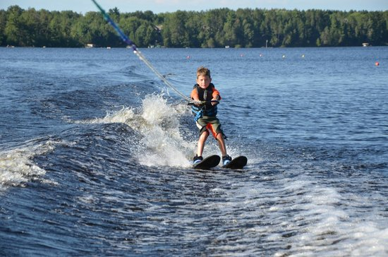 """Chain-O-lakes Ski School : Up on second try with """"big kid"""" skis"""