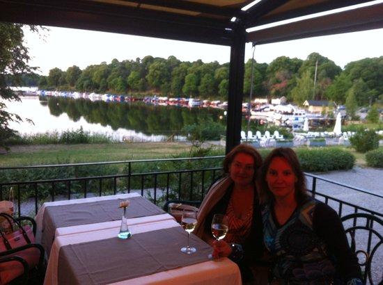 Stallmastaregarden Hotel : Веранда ресторана с видом на озеро