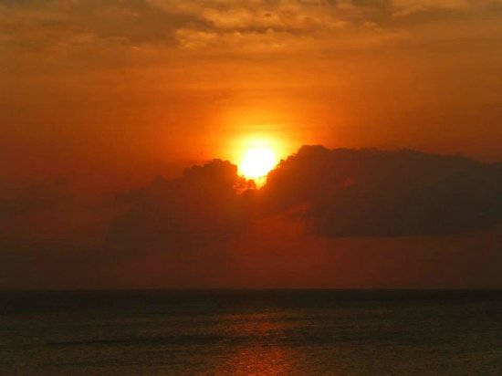 Hideaway of Nungwi Resort & Spa : The stunning sunset from our balcony!