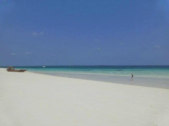 Hideaway of Nungwi Resort & Spa: The beach in front of the hotel, just stunning!