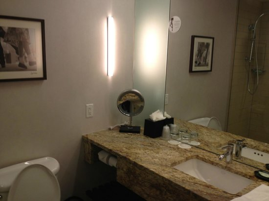 The Westin Galleria Dallas: Bathroom