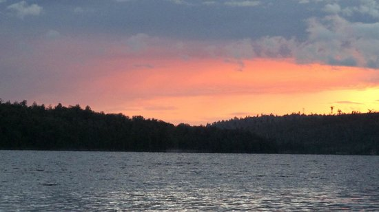 Beauchene Wilderness Lodge: Sunset from our boat