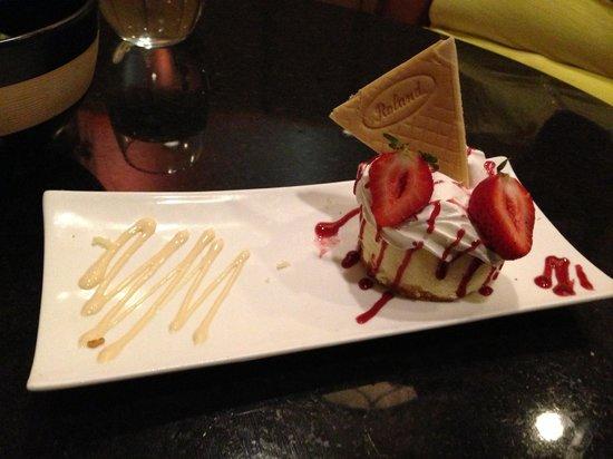 Marco Polo's @ The Viana Hotel & Spa: Cheesecake, delicious