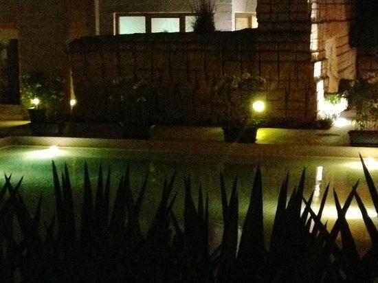 Cave Bianche Hotel: vista di sera