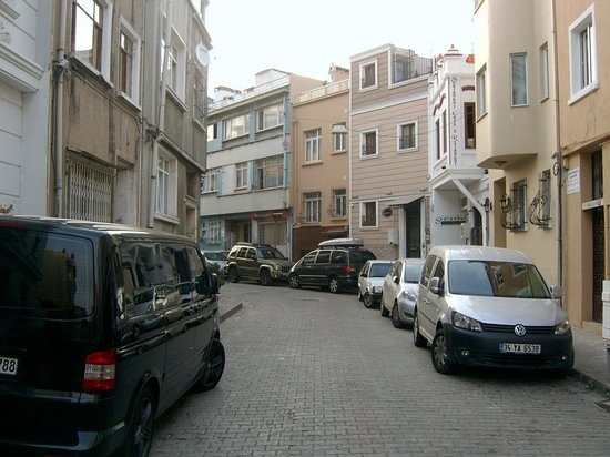 Maritime Hotel: View down the street in front of the hotel