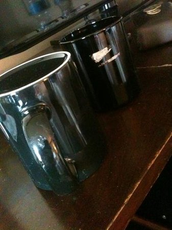 Ameristar Casino Hotel Kansas City: more nasty coffee mugs