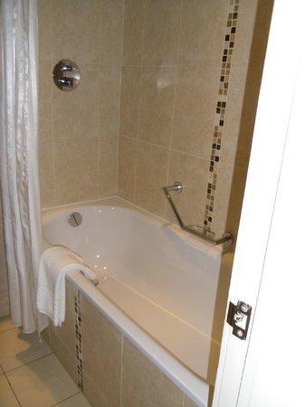 Grand Central Hotel: Bagno con vasca