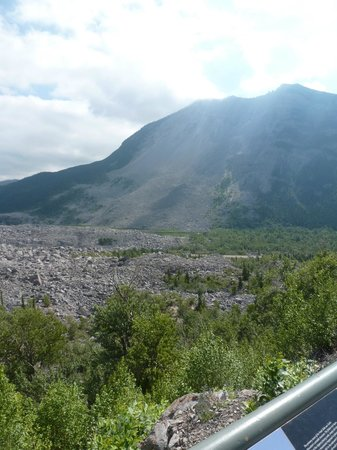 Frank Slide Interpretive Centre : Turtle Mountain with part of the slide area in foreground