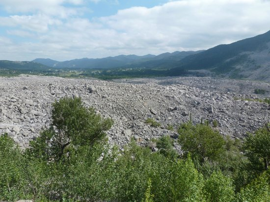 Frank Slide Interpretive Centre : The slide area