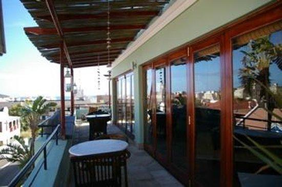Sweet Ocean View Guesthouse: Het balkon met een sweet ocean view