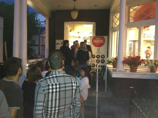 Les Chocolats Favoris : The line-up to get in - worth the wait!