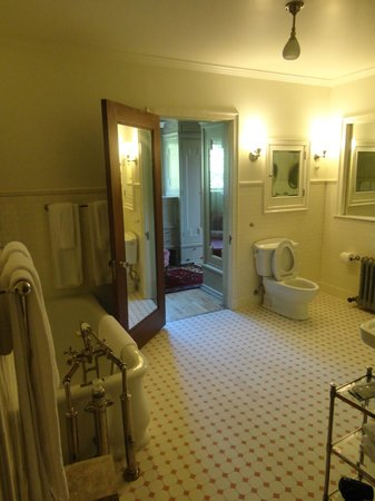Shafer Baillie Mansion: Master suite bathroom