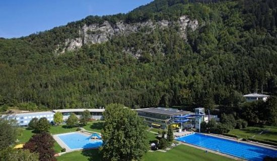 VAL BLU Resort SPA & Sports: Hotel-Freibadansicht