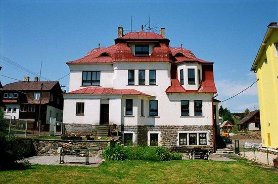 CzechSki Apartments: House in summer