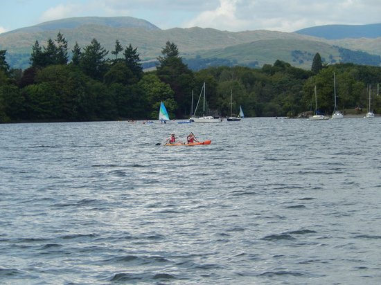 Ambleside Waterhead: Boats on Lake Widermere