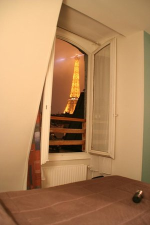 Hotel de l'Alma: View from the bed!