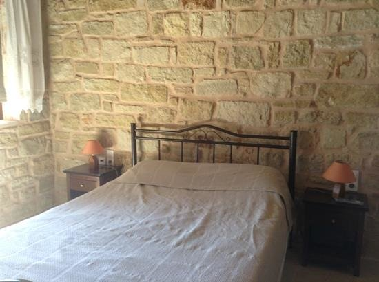 Esperides Stone Houses: Chambre / Bed room