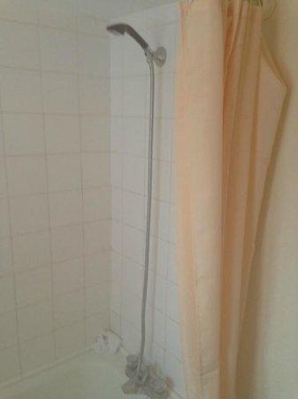 The Urr Valley Hotel: Dark ages shower